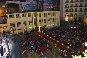 Vista dall'alto di piazza Mercato in una delle serate del festival